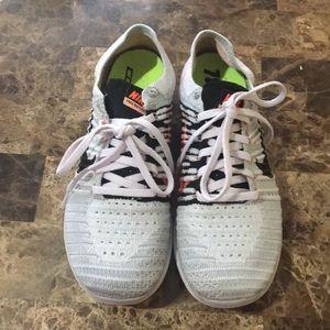 Women's RN Flyknit Nike shoes 7.5sz barely worn